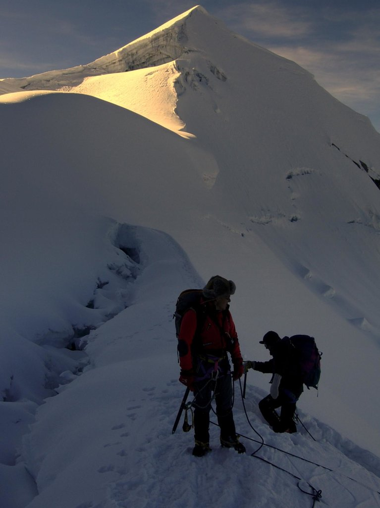 Dawn near Vallunaraju summit col