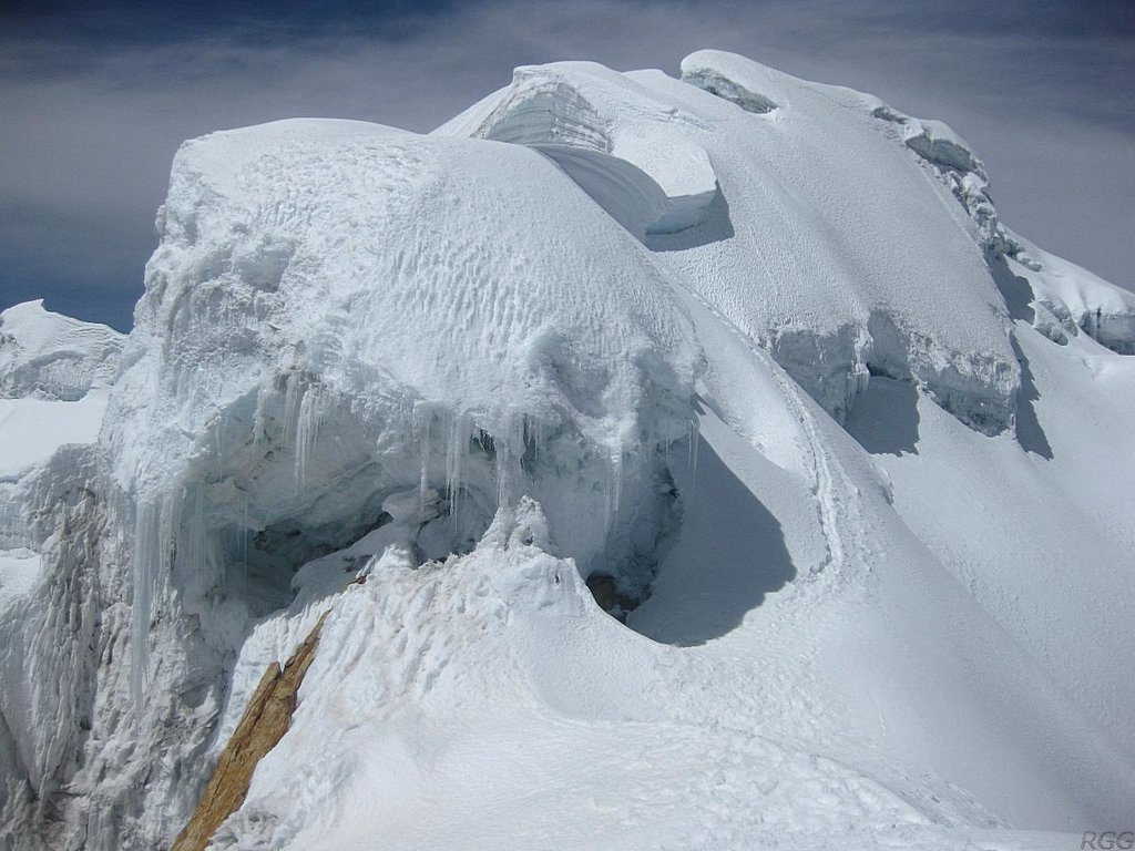 The summit ridge on Yanapaccha