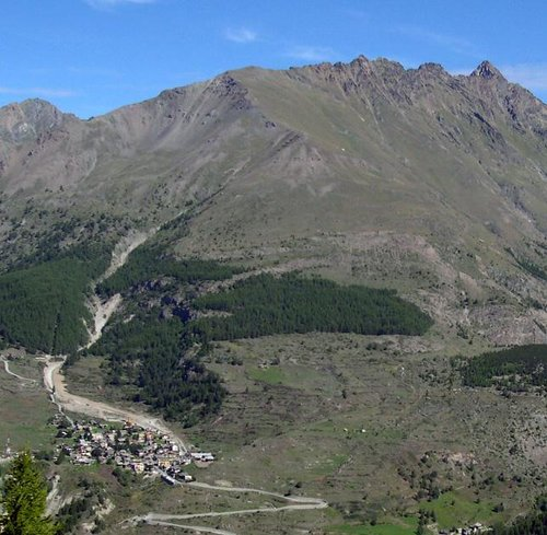 The ridge from Punta di Arpisson to Punta Garin seen from Belvedere del Montzeuc