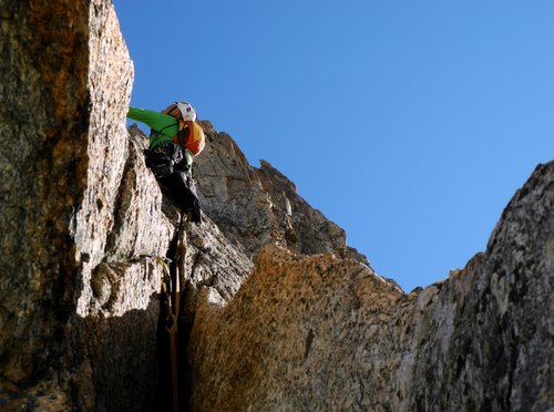 Climbing the Lucky Luke crack, Aiguille du Refuge (Argentiere)